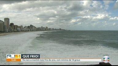 Rio tem a manhã mais fria do ano - A manhã deste sábado (6) foi a mais gelada do ano. A temperatura baixou a 14ºC.
