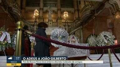 Família e amigos se despediram do cantor e compositor João Gilberto - O velório do cantor e compositor foi no Theatro Municipal do Rio, onde João Gilberto se apresentou pela última vez em 2008.