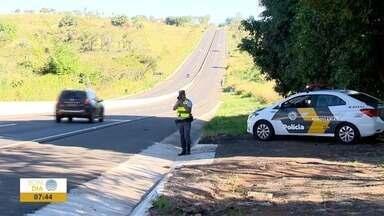 Operação 9 de Julho segue nas estradas - Policiais estão fiscalizando estradas para evitar acidentes.