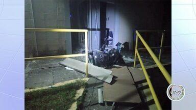 Criminosos explodem dois bancos no Inpe em Cachoeira Paulista - Ninguém foi preso e quantia levada não foi informada.