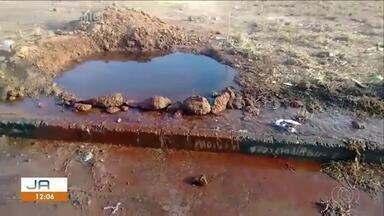 Desperdício de água: morador denuncia cano estourado em Luzimangues - Desperdício de água: morador denuncia cano estourado em Luzimangues