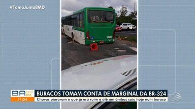 Ônibus cai em cratera na marginal da BR-324, entre Salvador e Feira de Santana - Após as fortes chuvas que caíram em várias cidades baianas, a principal rodovia do estado está cheia de buracos.