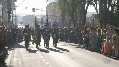 Jaú festeja o feriado da Revolução Constitucionalista - Nesta terça-feira (9) é comemorado em São Paulo o início da Revolução Constitucionalista de 1932, data transformada em feriado estadual desde 1997. Uma das cidades que comemoram a data foi Jaú, que homenageou os ex-combatentes.
