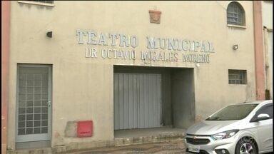Atraso na reforma em teatro de Avaré incomoda atores e moradores - O atraso na reforma de um teatro de Avaré (SP) tem incomodado atores e moradores.