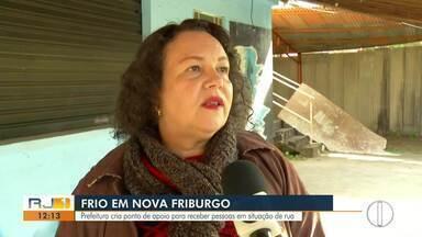 Prefeitura de Nova Friburgo cria ponto de apoio para receber pessoas em situação de rua - Assista a seguir.