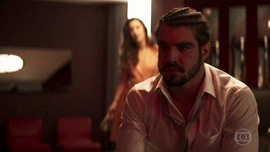 Rock afirma a Fabiana que Jô armou contra ele - O lutador não se conforma com o que aconteceu no casamento