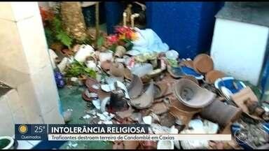 Traficantes destroem terreiro de candomblé em Caxias - A sacerdotisa responsável pela casa abriu a porta e foi obrigada a quebrar todas imagens que representam os orixás.Os traficantes estavam armados.
