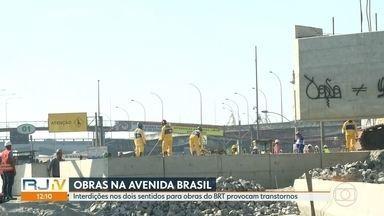 Avenida Brasil é interditada para realização de obras do BRT Transbrasil - A Avenida Brasil foi interditada na pista central, sentido Centro da cidade por causa das obras do BRT Transbrasil. O trânisto foi desviado para pista lateral.
