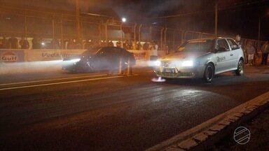 Evento reúne apaixonados por velocidade em autódromo - Autódromo Internacional de Campo Grande recebe rachas do evento Armagedon.