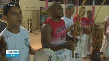 Capoeiristas participam de oficina sobre novos movimentos - Capoeiristas participam de oficina sobre novos movimentos.