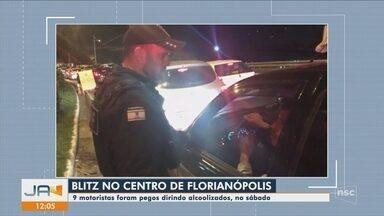 Blitz no Centro de Florianópolis aborda 385 motoristas e três são presos por embriaguez - Blitz no Centro de Florianópolis aborda 385 motoristas e três são presos por embriaguez
