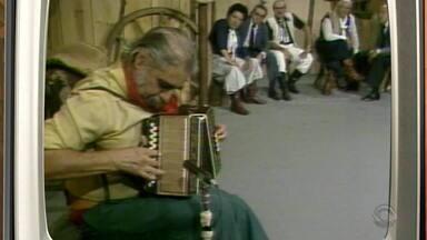 Memórias: confira homenagem do Galpão Crioulo a Paixão Côrtes - Assista ao vídeo.