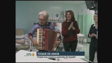 Projeto leva música para pacientes de UTI em hospital no Oeste de SC - Projeto leva música para pacientes de UTI em hospital no Oeste de SC