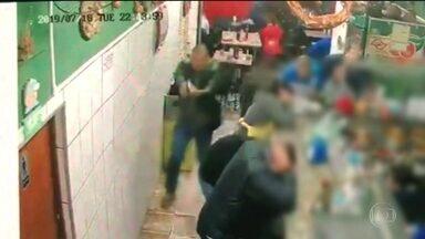 Suspeito de participar de roubo que terminou com morte de PM é preso em SP - Testemunhas vão ajudar no reconhecimento do homem preso. A polícia diz que o irmão dele já foi reconhecido e está sendo procurado. O militar foi morto depois de reagir a um assalto num bar, na terça-feira.