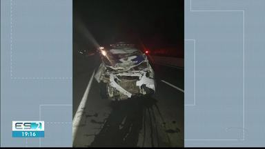Viatura da PM se envolve em acidente na ES-482, em Cachoeiro de Itapemirim - Viatura levava dois detidos para a delegacia de Castelo.