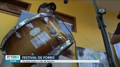 Festival de Forró de Itaúnas faz apaixonados pelo ritmo virarem a noite dançando - Festival segue até sábado.