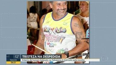 Homem morto com tiro de fuzil no morro dos Tabajaras é enterrado - Alexandre Duarte levou um tiro na barriga quando entrava na comunidade com médicos para um projeto social.