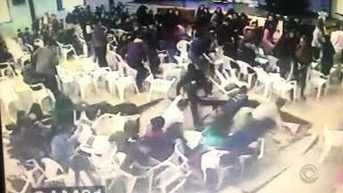 Prédio é interditado após piso ceder durante apresentação em escola de Sobradinho - Alunos se assustaram e cerca de 20 caíram no buraco.