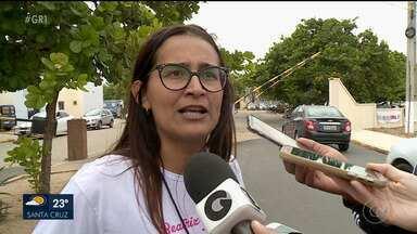 Pais e familiares de Beatriz protestam em Petrolina - Eles reivindicam que seja agilizada a investigação do crime.