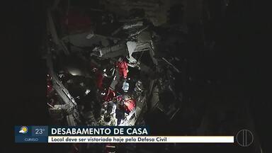 Casa de três andares desaba em Ibirité e moradora morre - Um pedreiro que trabalhava na obra ficou ferido e foi socorrido pelos bombeiros.
