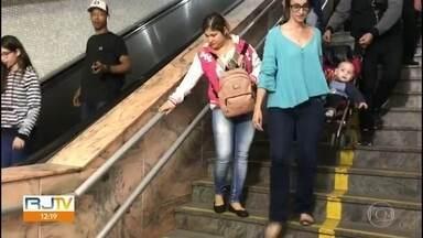 Escadas rolantes não funcionam em duas estações do metrô - Uma delas é a da estação General Osório, em Ipanema. A outra escada rolante é a da estação Cardeal Arcoverde, em Copacabana, Os passageiros reclamam da falta de manutenção.