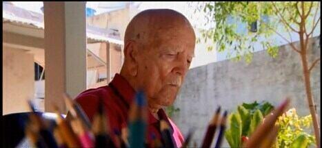Quadro 'Viva Mais': conheça o morador de Arcos que tem 100 anos - Pedro Evangelista Rodrigues esbanja saúde e bom humor, além de desenhar e dar lição de vida.