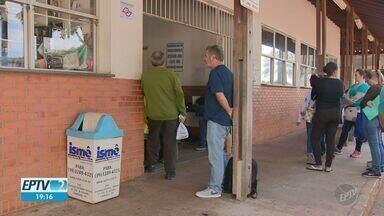Moradores reclamam de falta de remédios e demora em farmácia de alto custo de Campinas - Pacientes esperaram por pelo menos duas horas em farmácia da Unicamp.