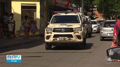 Policiamento é reforçado no bairro Jardim Santo Inácio após tiroteio entre bandidos - O incidente deixou uma pessoa morta e outra ferida, na madrugada de sexta-feira (19).