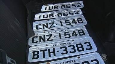 Suspeitos de roubar caminhão e sequestrar duas pessoas são detidos em Jundiaí - Três homens foram detidos suspeitos de roubar um caminhão com carga de carne e sequestrar duas pessoas, na manhã desta sexta-feira (19), em Jundiaí (SP).