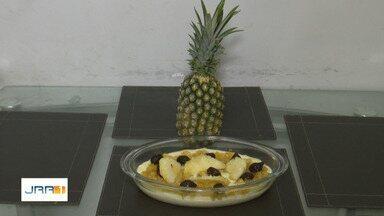 Na Cozinha: aprenda a fazer receita da sobremesa 'delícia de abacaxi' - Saiba como fazer a sobremesa rápida de ingredientes fáceis de encontrar no supermercado.