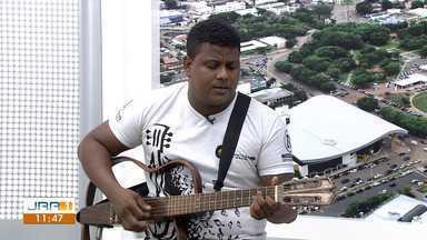 Músico Chicão solta o som no Jornal de Roraima 1ª Edição - Cantor é destaque na noite boa-vistense.