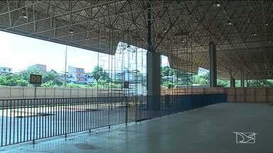 Comerciantes reclamam de prejuízos causados pela interdição da Rodoviária de São Luís - Metade da rodoviária está interditada, pois parte do teto ameaça desabar.