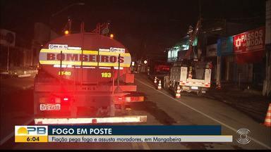 Fiação de poste pega fogo e parte de avenida fica sem energia, em João Pessoa - Ninguém ficou ferido. Trânsito foi interditado e parte da fiação foi rompida. Corpo de Bombeiros e Energisa estiveram no local.