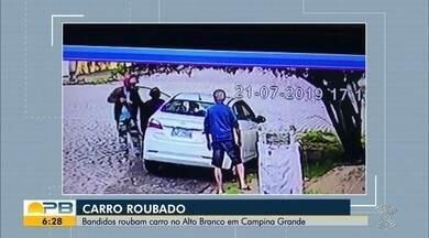 Dupla rouba carro no Alto Branco, em Campina Grande - Veja nas imagens.