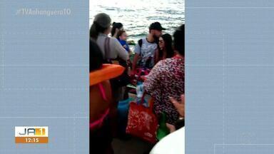 Morador denuncia o não uso de colete por banhistas em balsa na praia da Tartaruga - Morador denuncia o não uso de colete por banhistas em balsa na praia da Tartaruga