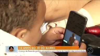 Criança de Resende ganha aniversário com o tema do Zé do Bairro - Inspetor das comunidades comemora 10 anos mostrando os melhores momentos.