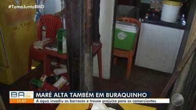 Força da maré causa prejuízo em praia de Buraquinho, Litoral Norte da Bahia - Os barraqueiros do local tiveram prejuízos com a invasão de água.