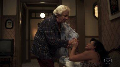 Eusébio se desespera quando Gina sai do quarto com seu travesseiro - Britney tem uma ideia para Dorotéia atrapalhar o namoro de Eusébio e Gina
