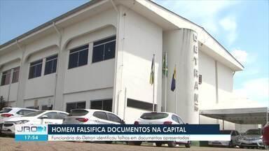Homem é preso em flagrante ao apresentar documento falso no Detran - Funcionária identificou erros graves no documento.