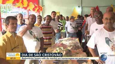 Rodoviários se reúnem para celebrar o dia de São Cristóvão, padroeiro da categoria - Motoristas participam de um café da manhã em homenagem ao santo.