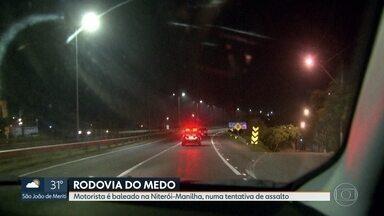 Violência na Rodovia Niterói-Manilha, na altura de São Gonçalo - Bandidos bloquearam a estrada e atiraram contra o carro de Ananias de Oliveira Coelho, que viajava com a família. O motorista foi baleado.