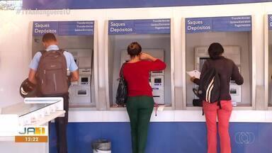 Trabalhadores começam a receber abono salarial nesta quinta-feira (25) - Trabalhadores começam a receber abono salarial nesta quinta-feira (25)