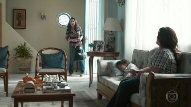 Aline fala para Rania que não consegue contatar Santinha - Rania fica preocupada com o que pode estar acontecendo