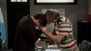 João diz que ama Jerônimo - Os irmãos tentam superar as mágoas