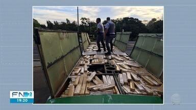 Mais de uma tonelada de maconha é apreendida em ônibus na SP-272 - Motorista foi preso pela Polícia Militar Rodoviária.