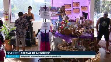 Pequenos empresários participam de feira em Maringá - Eles expõem produtos e também fazem negócios.