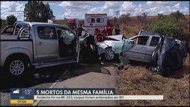Cinco pessoas da mesma família que morreram em acidente são enterradas em Belo Horizonte - Acidente foi na BR-262, em Ibiá, na Região do Alto Paranaíba, em Minas Gerais.