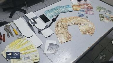 Homem é preso suspeito de instalar 'pescadores' para roubar dinheiro de caixas - Homem é preso suspeito de instalar 'pescadores' para roubar dinheiro de caixas