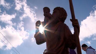 Domingo (28) é marcado por procissões para São Cristovão em cidades do RS - Famílias levantaram cedo para acompanhar as atividades.