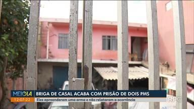 Briga de casal acaba em prisão de policiais militares em Curitiba - Os policiais apreenderam arma que homem usou para ameaçar a mulher e não relataram ao comando da PM.